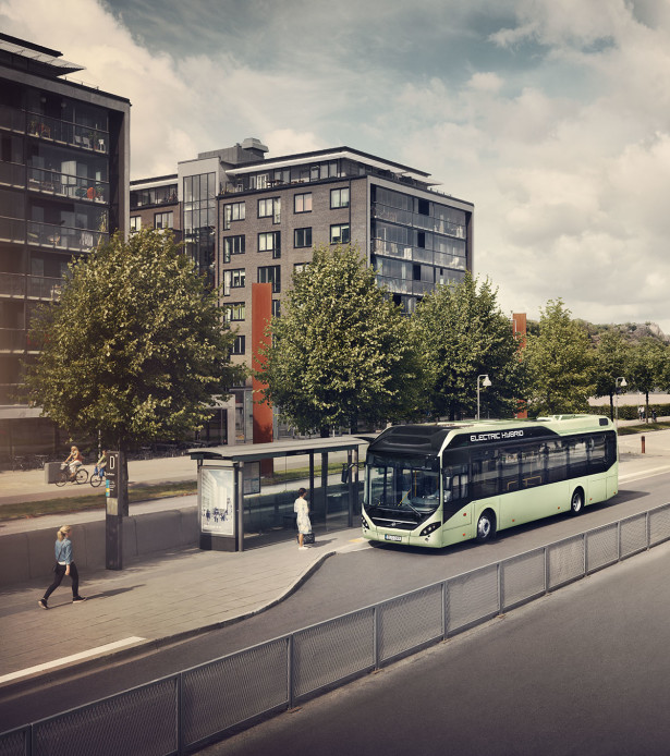 Volvo_7900_Electric_Hybrid_Bus_stop_2014_01_crop