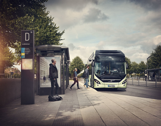 Volvo_7900_Electric_Hybrid_Bus_stop_2014_02