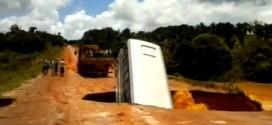 VIDEO: Autobus propao kroz rupu na putu!