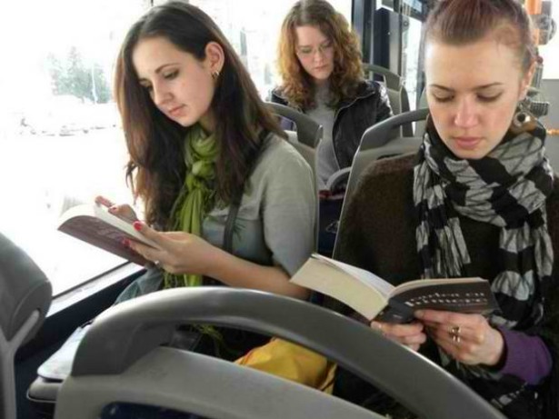 books_on_bus_cluj1