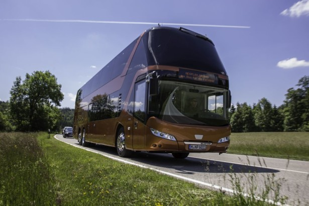 The NEOPLAN Skyliner offers substantial comfort on two levels DE: Der NEOPLAN Skyliner bietet viel Komfort auf zwei Etagen UK: The NEOPLAN Skyliner offers substantial comfort on two levels