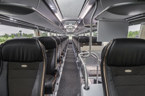 NEOPLAN Skyliner: Glass roof and skylights provide plenty of light on the upper deck DE: NEOPLAN Skyliner: Glasdach und Skylights sorgen für viel Licht im Oberdeck UK: NEOPLAN Skyliner: Glass roof and skylights provide plenty of light on the upper deck