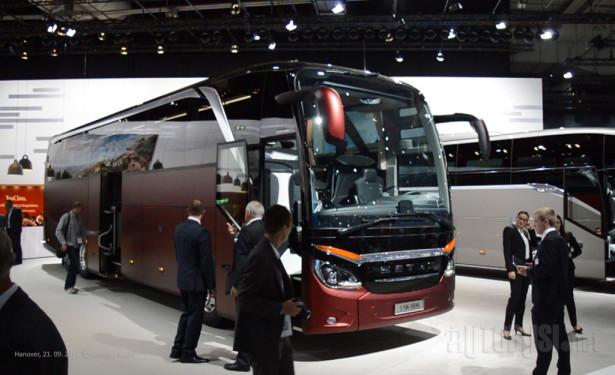 Setra S516HDH u VIP izvedbi sa 22 mesta.