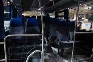 Sa prostorom za stajanje i kolica, Interlink ima 49 sedišta.