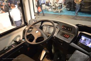 Iako je pregledan, vozač ima i monitore za video nadzor.