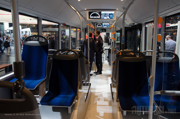 Predstavljeni model ima 32 sedišta i mesta za još 54 putnika.