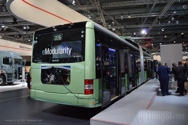 Zastakljeni elementi u prostoru gde se nalaze baterije doprinose atraktivnosti ovakvog prevoza.