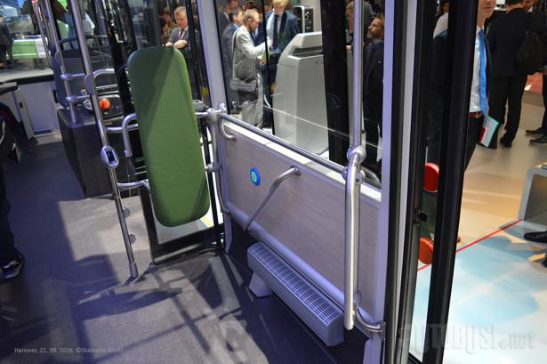 Prostor za stajanje i kolica između drugih i trećih vrata.