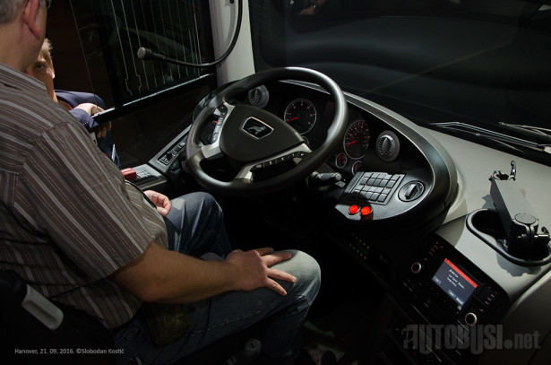 Vozačev rad olakšan je brojnim sistemima za bezbednost.