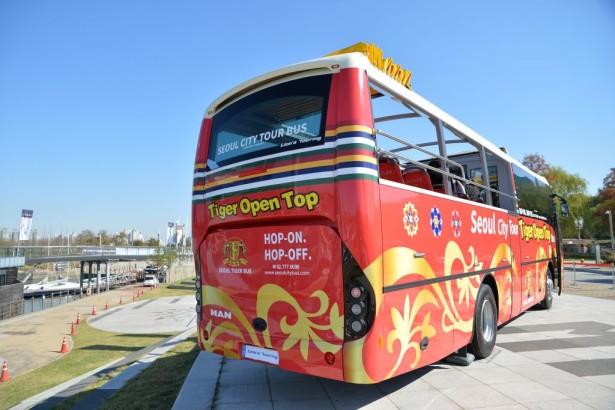 Autobus je dugačak 11,3 m, a širok je 2,5 m i pokreće ga motor od 290 KS