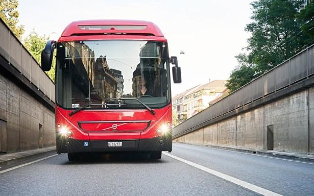 Maksimalna brzina zglobnog hibridnog Volvoa je 80 km/h.