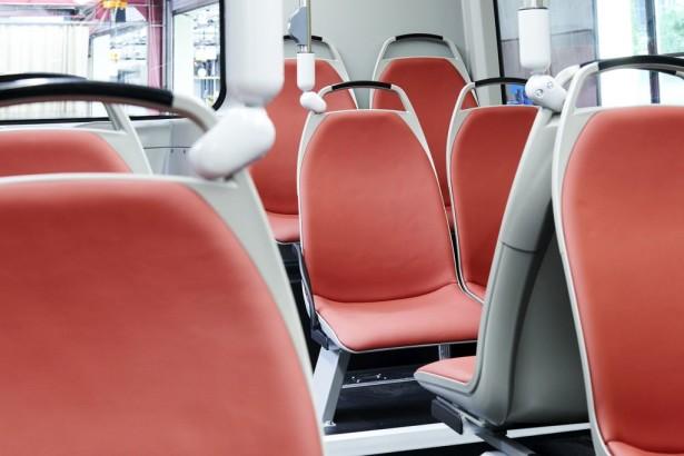 Kožna sedišta za 42 putnika.
