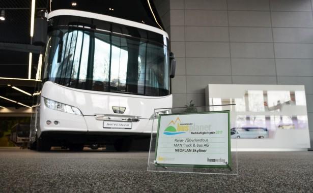 """""""Međunarodna Busplaner nagrada održivosti 2017"""" za Neoplan Skyliner. ©MAN Truck & Bus"""