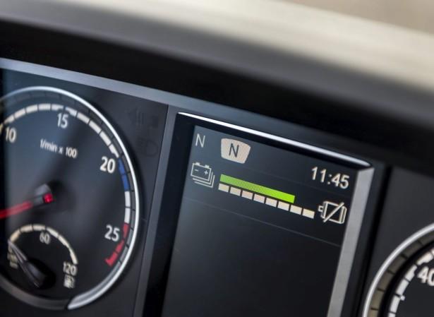 Indikator napunjenosti baterije na komandnoj tabli vozača.