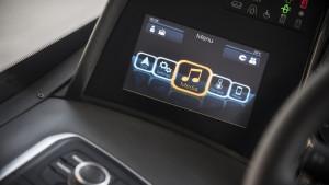 Na levom panelu nalazi se ekran veličine 7 inča, osetljiv na dodir. © Irizar