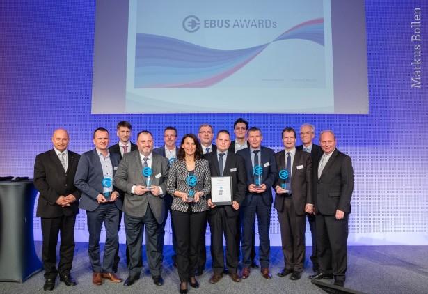 Dobitnici nagrada, među kojima je i Solaris. © VDV