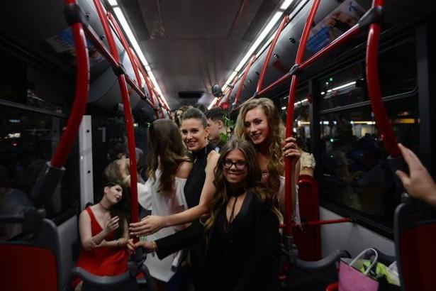 Vesela atmosfera u autobusu vladala je celim putem. © Aleksa Ilić