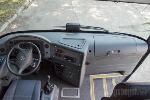 Komandna tabla mekana na dodir a vozaču posao olakšan bezbednosnim sistemima. © Slobodan Kostić