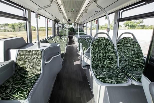 Mali elektromotor ne narušava ni eksterijer ni enterijer autobusa. © Daimler