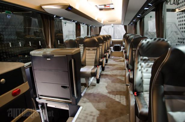 Ovaj autobus može da ima duplo više sedišta nego što ima na slici.