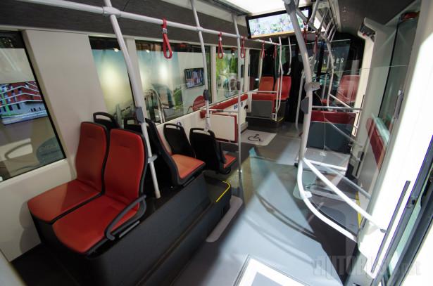 Dvozglobni trolejbus prima čak 180 putnika.