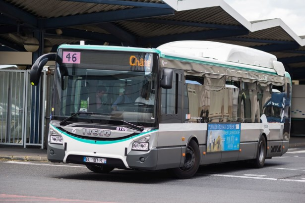 Iveco_Urbanway_12_Hybride_6120_RATP,_ligne_46,_Paris