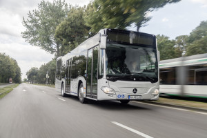 Größter Einzelauftrag aller Zeiten: bis zu 950 Stadtbusse vom Typ Mercedes-Benz Citaro G und Citaro Solo für die Berliner Verkehrsbetriebe (BVG)   Biggest individual order of all time: up to 950 city buses of the type Mercedes-Benz Citaro G and Solo for Berliner Verkehrsbetriebe (BVG)
