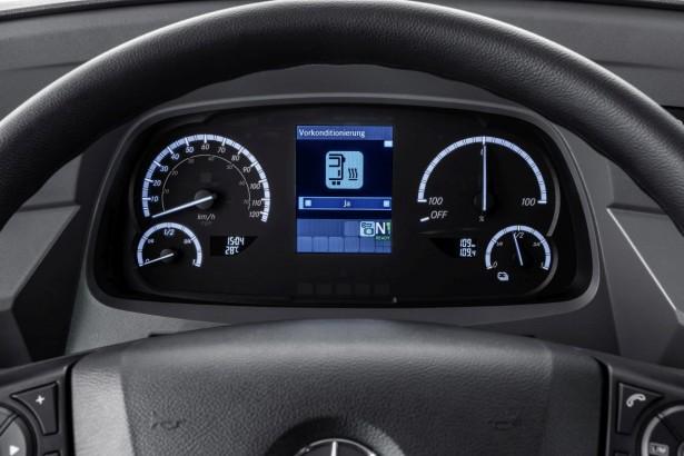Mercedes-Benz eCitaro mit vollelektrischem Antrieb, Interieur, Sitzbezüge: Schwarz-grau, , Beförderungskapazität: 1/86, 2 x elektrischer Radnabenmotor, 2 x 125 kW, 2 x 485 Nm.  Mercedes-Benz Citaro with all-electric drive, interior, seat covers: black-grey, passenger capacity: 1/86, 2 x electric hub motor, 2 x 125 kW, 2 x 485 Nm.