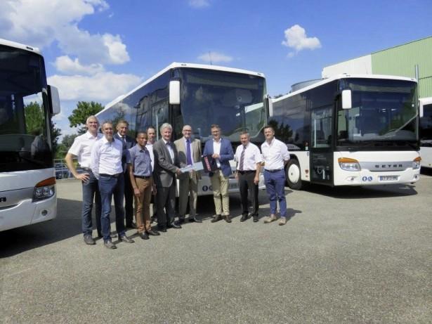 Das elsässische Busunternehmen LK Kunegel übernahm 17 Fahrzeuge des Typs S 415 L E business.  Bus company LK Kunegel from Alsace got seventeen new S 415 LE business buses.