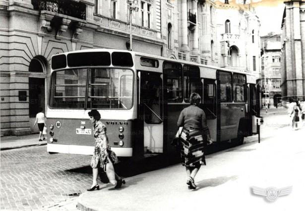 Identične dimenzije i raspored stakala prednje i zadnje stene na Autokaroserijama. Foto Arhiva JGSP, sken Autobusi.NET