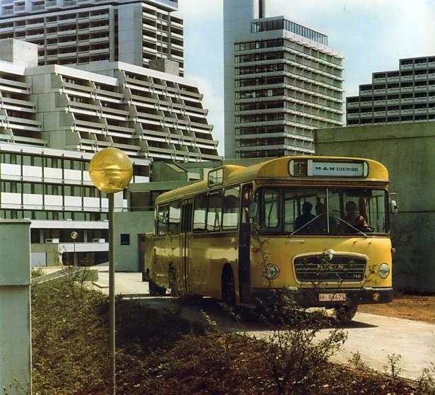 Autobus sa električnom prikolicom prevezao svoje prve putnike 1971. godine u Koblencu. © MAN Truck & Bus