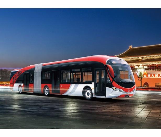 Kičasti dizajn gradskog autobusa sa zakošenom prednjom stenom nepoželjan u Evropi. © Yinlong