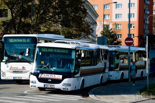 Brojne linije prigradskog prevoza dovoze veliki broj putnika do tramvajskih terminusa. © Slobodan Kostić