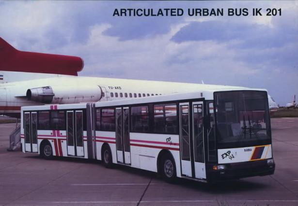 Među prvim primercima autobus iz 1994. godine, sa lepljenim staklima. © Ikarbus