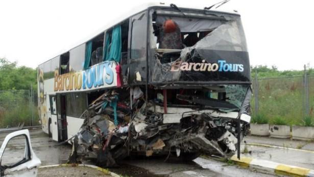 U junu 2015. jedan od najtežih incidenata - jedna žena je poginula a 61 osoba je povređena u sletanju autobusa Barcino Toursa sa puta. © Telegraf