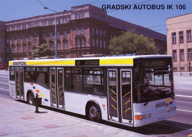 Sa prelomljenim bočnim staklima, IK-106 je izgledao kao pravi niskopodni autobus. © Ikarbus