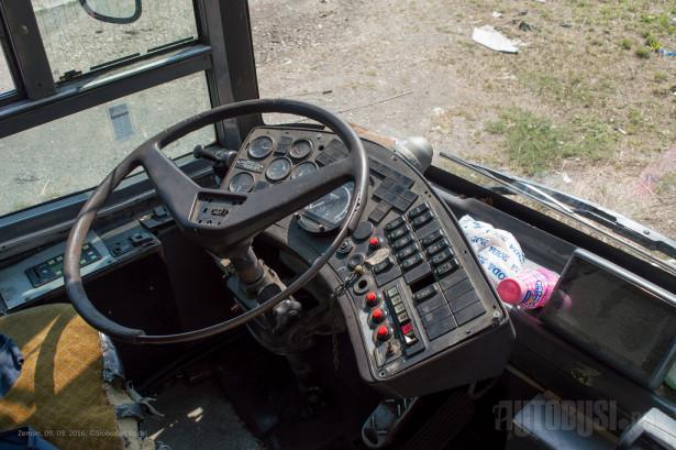 Vozačko radno mesto preuzeto sa Mercedesovog gradskog autobusa. © Slobodan Kostić