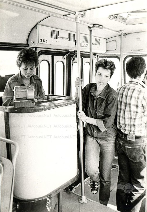 Kondukteri u Novom Sadu izbačeni krajem devedesetih godina prošlog veka. © Arhiva JGSP, sken Autobusi.NET