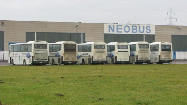 Oduzeti Neobusi sa lizinga ispred matične fabrike. © Saša Conić