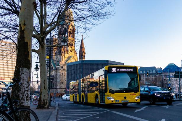 Jednobojna kolor šema odgovara autobusima novijeg dizajna. © Hanselbln